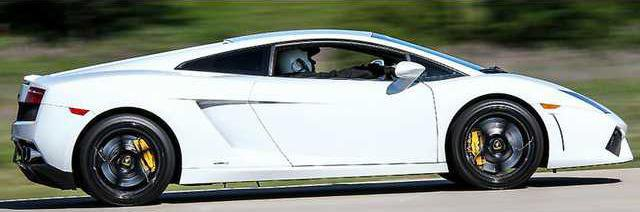 Lamborghini-Gallardo-LP560-Racetrack-900x599