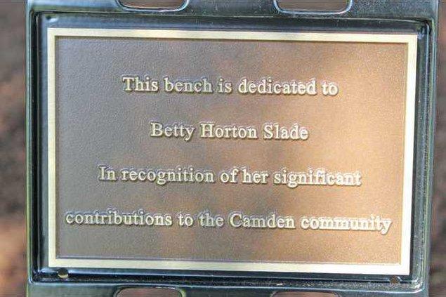 Betty Slade - Plaque Web