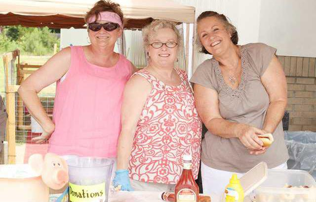 Waggly Tails volunteers