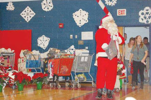 LEHS Holiday Hopes - Santa